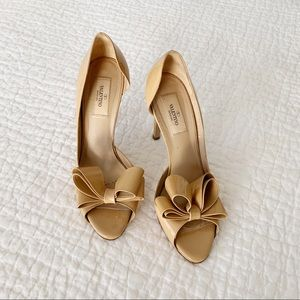 Valentino Bow Heels Pumps in Nude
